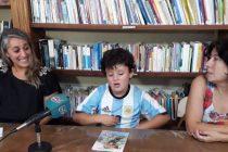 NIÑO DE 8 AÑOS PRESENTA SU PRIMER LIBRO EN LA BIBLIOTECA MALVINAS