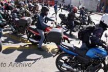 MOTOCICLISTAS EN BANDA POR TODA LA CIUDAD